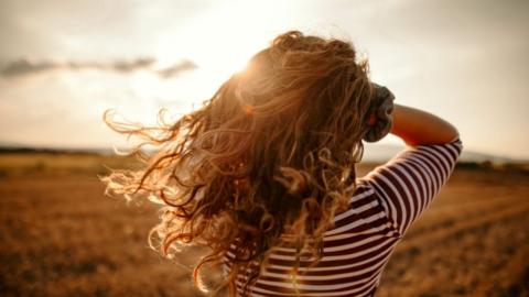 Wunderschöne Locken über Nacht: Diese drei Frisuren machen's möglich