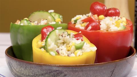 Leichte Küche: Mit Reissalat gefüllte Paprika