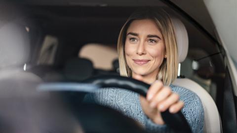 Warum Frauen bei Autounfällen gefährdeter sind als Männer