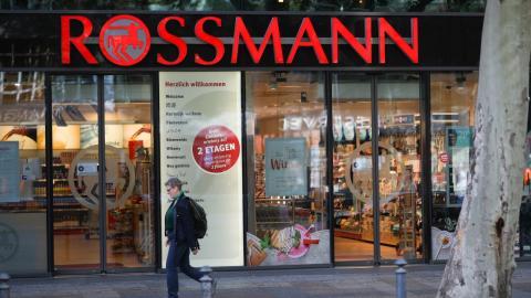Nachfüll-Stationen bei Rossmann sind ab heute einsatzbereit: So einfach funktionieren sie!