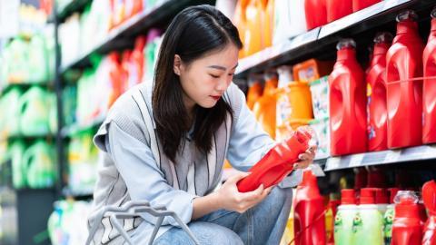 Umweltfreundliche Nachfüll-Stationen in Drogerien: Verbraucherzentrale warnt jetzt davor!