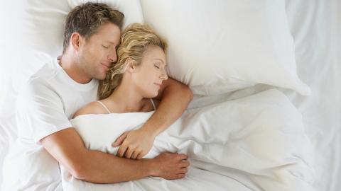 Neues Beziehungsmodell: Beieinander schlafen, ohne miteinander zu schlafen