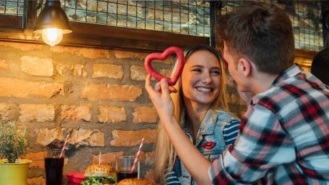 Finger weg: Diese Speisen sind echte No-Gos am Valentinstag