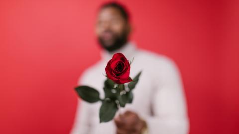 """""""Be my Valentin/e"""": Das solltest du je nach Beziehungsstatus planen"""