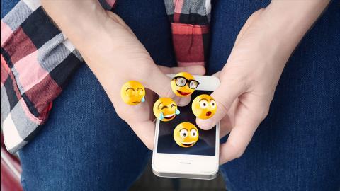 Fast jeder verwendet sie falsch: Diese Bedeutung steckt wirklich hinter den Emojis