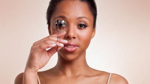 Wimpernzange: Dieses Beauty-Utensil könnt ihr vielseitig einsetzen