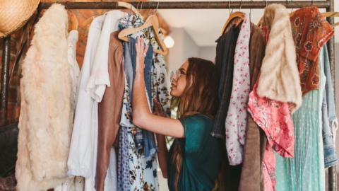 Goldgrube Kleiderschrank: So macht ihr mit alten Klamotten richtig Kohle