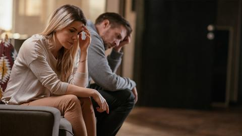 7 Anzeichen, dass dein Partner dich nicht wirklich liebt