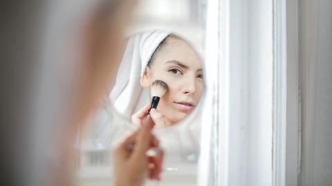 TikTok-Trend: Dieser easy Make-up-Hack wirkt wie ein Face-Lift