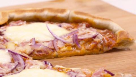 Pizza backen ganz ohne Ofen: So einfach geht es!