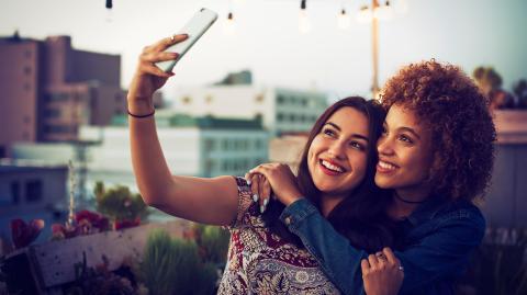 Dein perfektes Selfie: Mit diesen 5 Apps bearbeiten auch Influencer ihre Fotos für Instagram und Co.