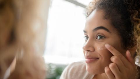 Gesund oder übertrieben? Kosmetikerin zeigt auf TikTok, wie sie Sonnencreme aufträgt