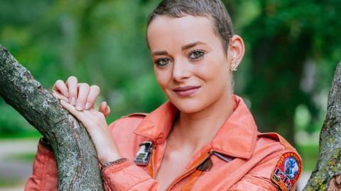 Nach Krebs-Therapie: GNTM-Kandidatin Laura kämpft sich ins Leben zurück