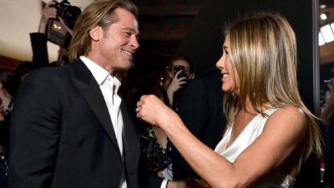 Jennifer Aniston und Brad Pitt: Bei den SAG Awards tauschen sie Zärtlichkeiten aus (Video)