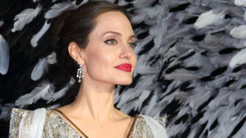 Angelina Jolie reagiert auf Brad Pitts Zärtlichkeiten gegenüber Jennifer Aniston