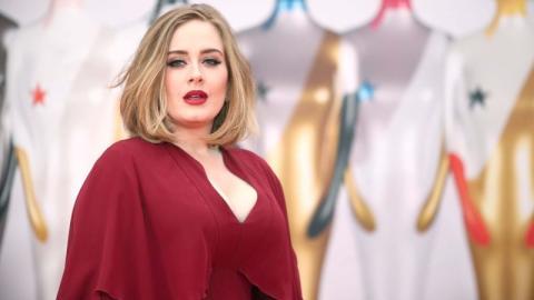 Bezaubernde Lockenpracht: Adele zeigt sich auf ihrem neuesten Foto ganz natürlich