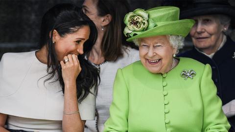 Queen Elizabeth II. erstmals mit Mundschutz gesichtet! (Foto)