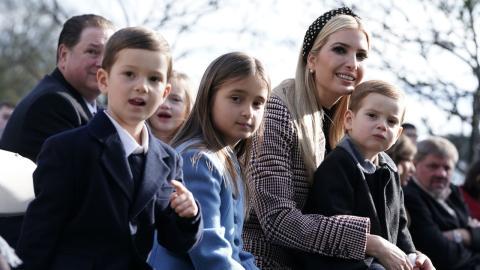 Ivanka Trump ignoriert Maskenpflicht: Kinder fliegen von der Schule!