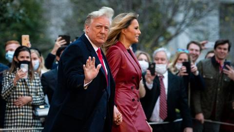 Melania Trump: Die First Lady schafft öffentlichen Auftritt nur mit Donalds Hilfe (Video)