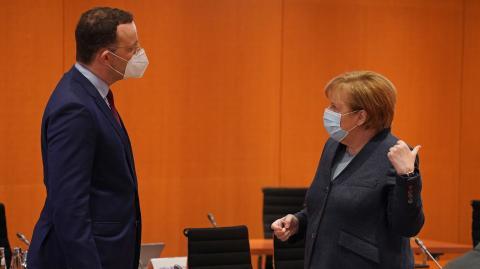 Nach Impfstoff-Desaster: Kanzlerin Merkel entmachtet Gesundheitsminister Spahn