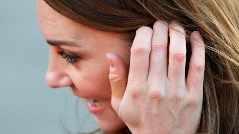 Die traurige Wahrheit über die Pflaster an Kate Middletons Fingern