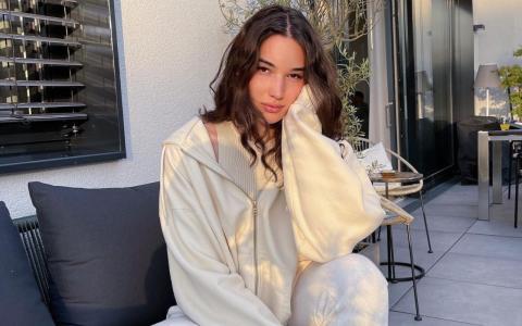 Topmodel-Gewinnerin Alex wartet immer noch auf ihre Siegprämie!