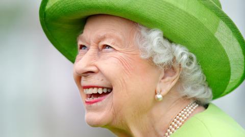 Darum kann die Queen so kurz nach Prinz Philips Tod wieder lachen