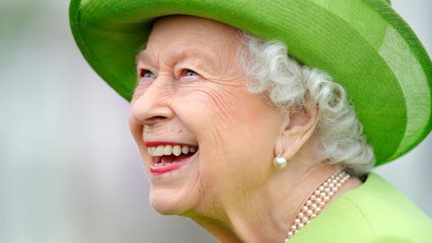 """""""Unehelicher Sohn"""" von Charles und Camilla mit Foto-Beweis: Sein Kind hat das gleiche Lächeln wie die Queen!"""