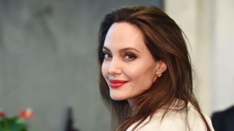 Angelina Jolie: Freund packt über Maddox' Adoption aus