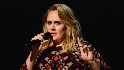 """Adele nach 50 kg Gewichtsverlust enttäuscht: """"Frauen reden brutal über meinen Körper"""""""