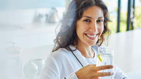 Mythos Zitronenwasser: Hilft die gelbe Frucht wirklich beim Abnehmen?