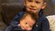 Berührende Szene: Bruder singt für Baby mit Downsyndrom (Video)