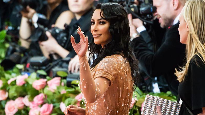 """Kanye West findet Kims Kleid """"zu sexy"""": Kims Reaktion ist u…"""