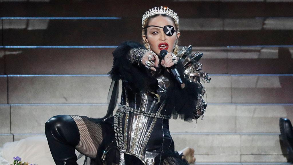 Ice Ice Baby: Madonna macht Fans mit einem eiskalten Badevideo sprach…