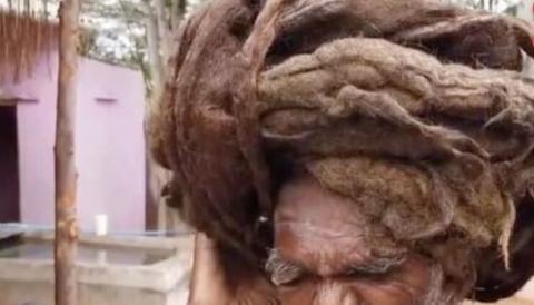 7 Meter lang: Dieser Mann hat noch nie in seinem Leben die Haare geschnitten
