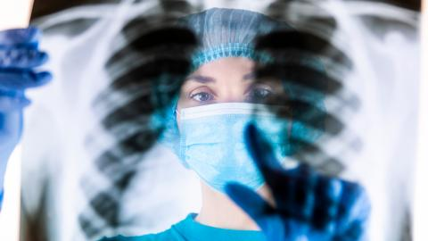 Nebenwirkung der Corona-Impfung als Brustkrebs fehlgedeutet